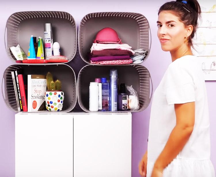 Поставьте полку на комод или невысокий шкаф – и у вас появится дополнительное место для аккуратного хранения вещей