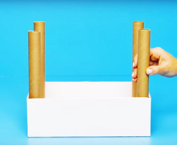 Установите тубы во внутренних углах коробки