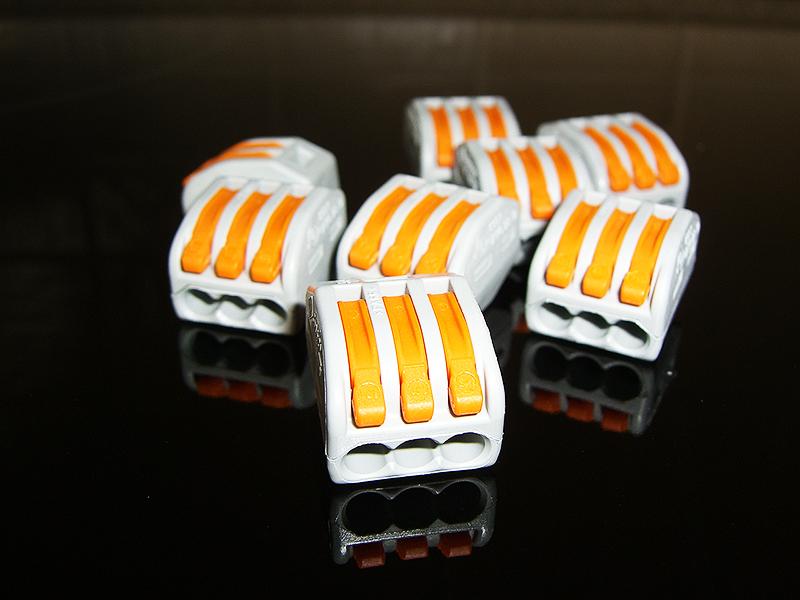 Вот такие клеммы – идеальное решение для монтажа соединений в распределительной коробке