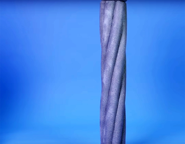 Покройте колонну сначала грунтовкой, а потом краской. Удобно использовать краску в аэрозольной упаковке