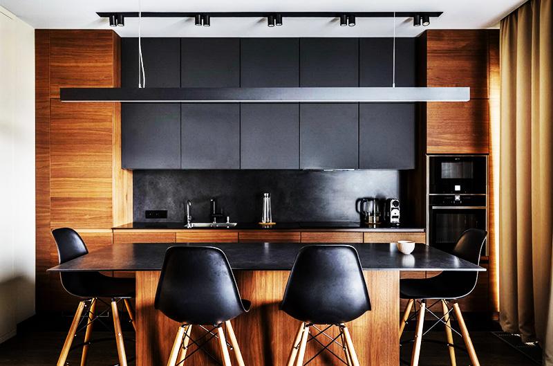 Разбавьте чёрный цвет шоколадно-коричневым, используя деревянные шкафы и панели
