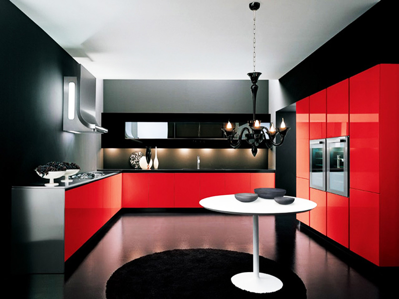 Сочетание красного и чёрного выглядит слишком драматично и подходит не для всех квартир. Выбирайте этот вариант только в том случае, если вы сможете оформить остальные комнаты в похожем стиле