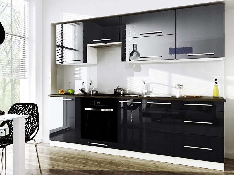 Глянцевые гарнитуры для кухни зрительно увеличивают пространство за счёт гладких отражающих покрытий