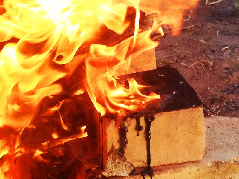 При горении выделяются вредные вещества