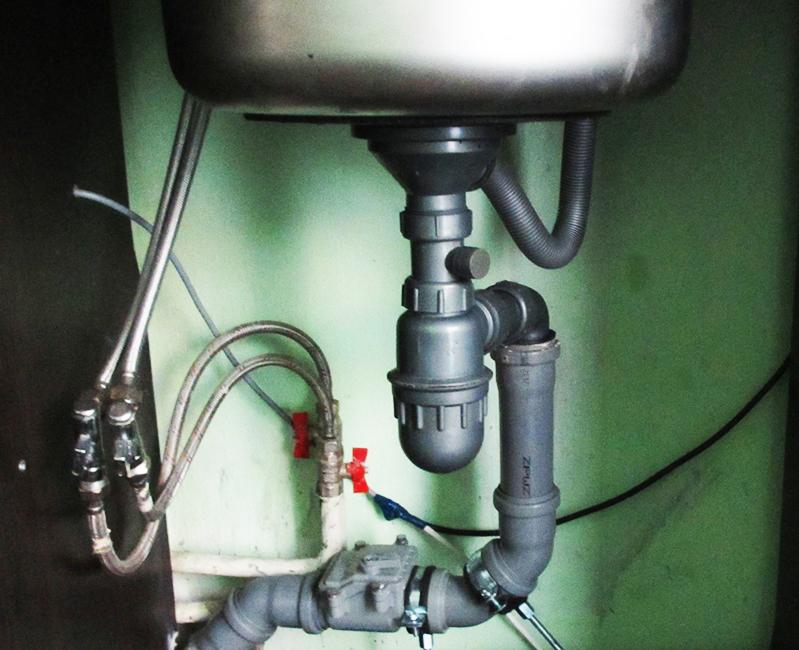 Диаметр согласуют с диаметром трубопровода