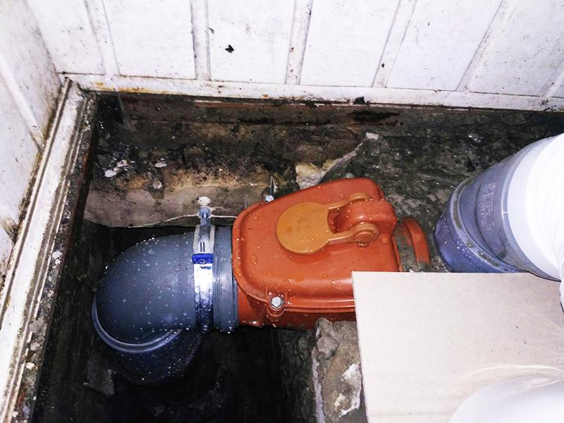Монтаж обратного клапана для канализации возможен на любом этаже и в частном доме