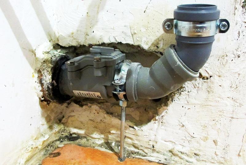 Доступ к обратному клапану для канализации должен быть свободным