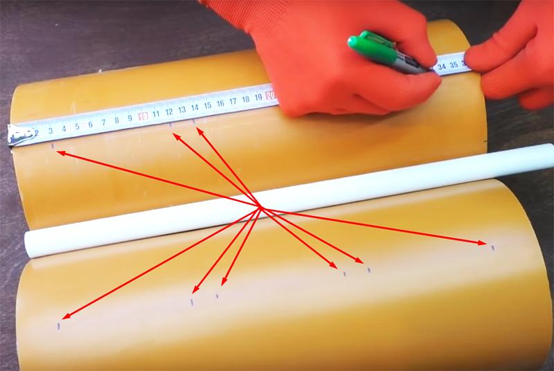 Отступите от низа заготовки 3 см и затем сделайте разметку по 9 см с промежутком в 2 см