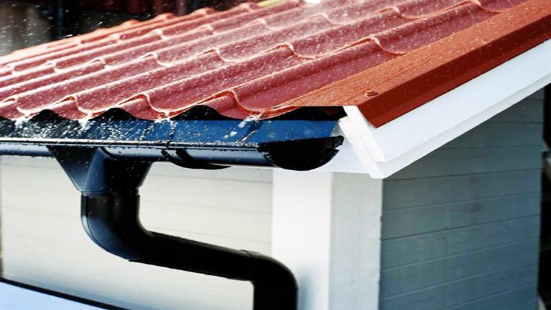 Отливы собирают воду, стекающую с крыши
