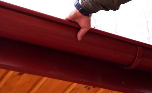 Стены дома должны быть сухими, или Зачем нужны отливы для крыши