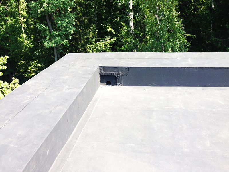 У плоской крыши элементы находятся внутри