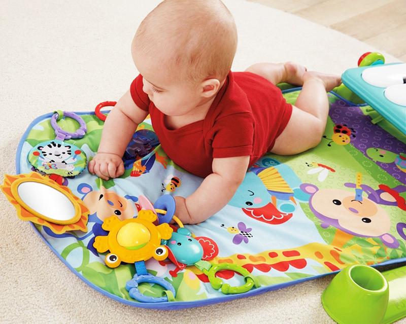 Такой коврик даст возможность малышу самостоятельно играть и проявлять творчество