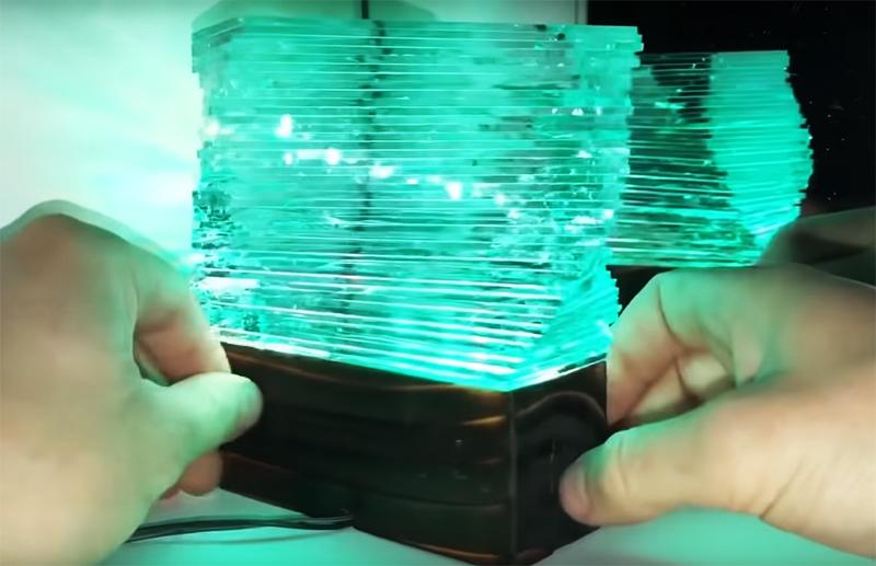 Благодаря особой конструкции, свет преломляется через многослойное стекло и даёт оригинальный эффект кристалла