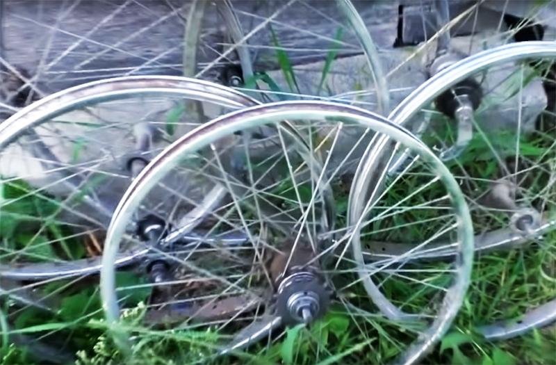 Универсальная полка из велосипедного колеса
