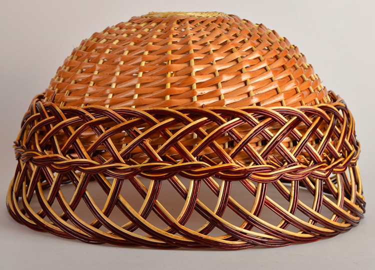 Сложный вариант плетения, требующий навыка обращения с лозой