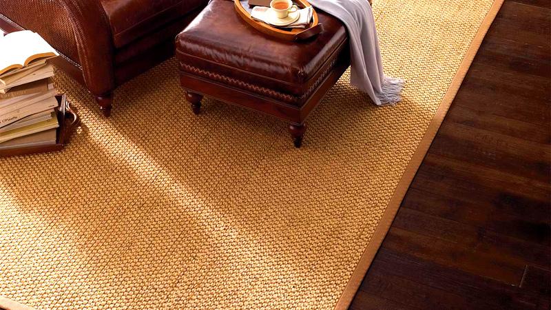 Бамбуковое покрытие практически не портится, поэтому на него можно ставить столы и шкафы, однако следите за тем, чтобы мебель не была слишком тяжёлой