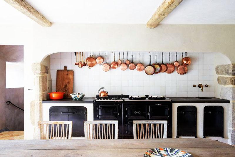 Кухня в деревенском с стиле