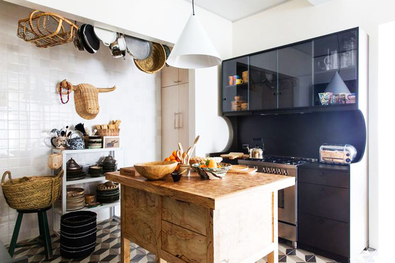 Маленькая кухня с заполненным углом