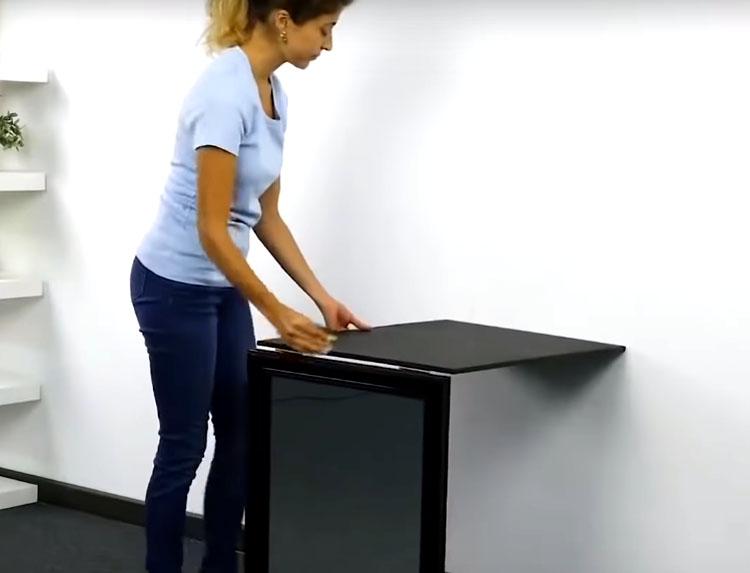 Теперь приставьте эту «раскладушку» к стенке и отметьте место, где столешница будет примыкать к вертикальной поверхности
