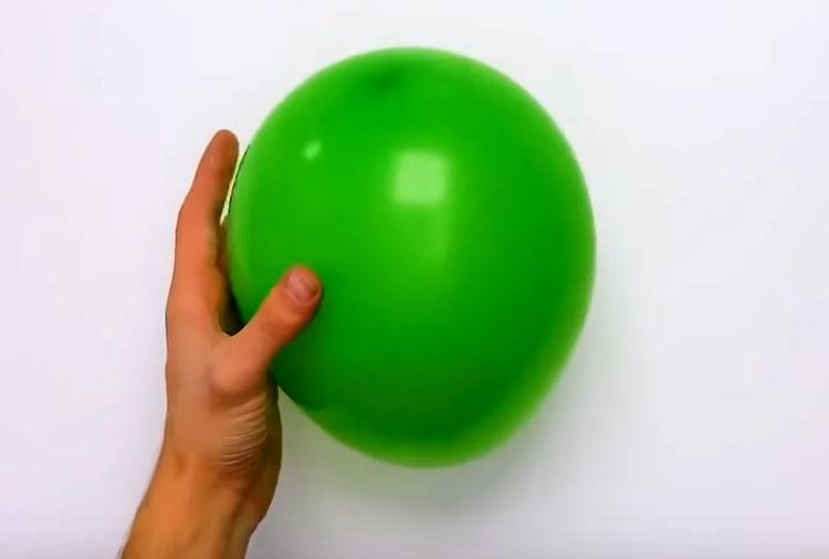 Возьмите и надуйте воздушный шарик