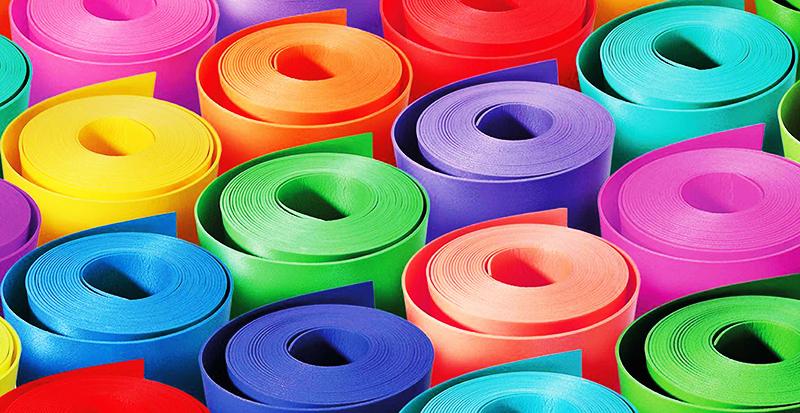 Широкая цветовая гамма позволяет использовать материал при изготовлении элементов декора