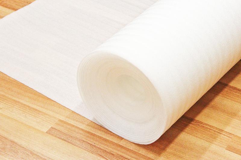 Изолон без покрытия часто используется как подложка под ламинат