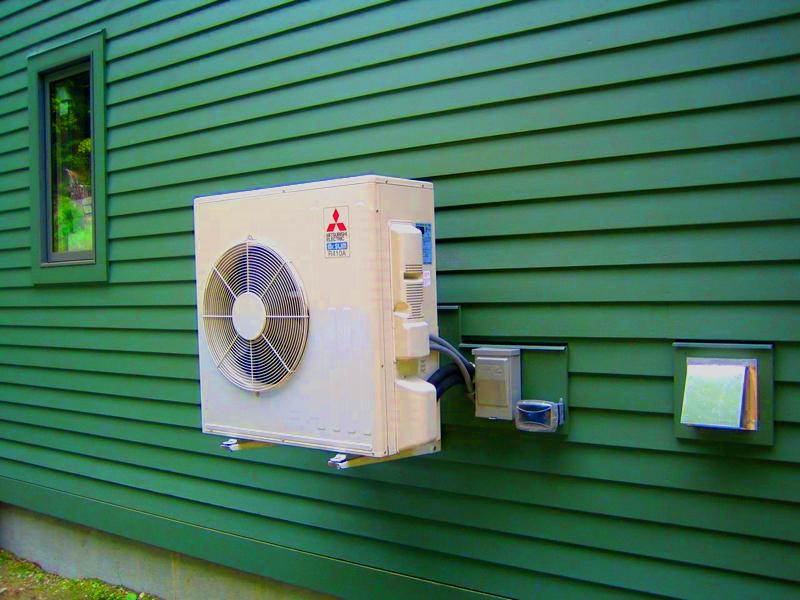 Если установка сплит-системы невозможна, используйте для охлаждения помещения обычные вентиляторы, а для нагрева – тепловые пушки или электрические батареи
