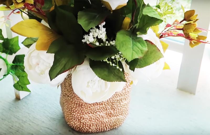 Готовый результат вы можете использовать как кашпо для живых цветов или вазу для букета