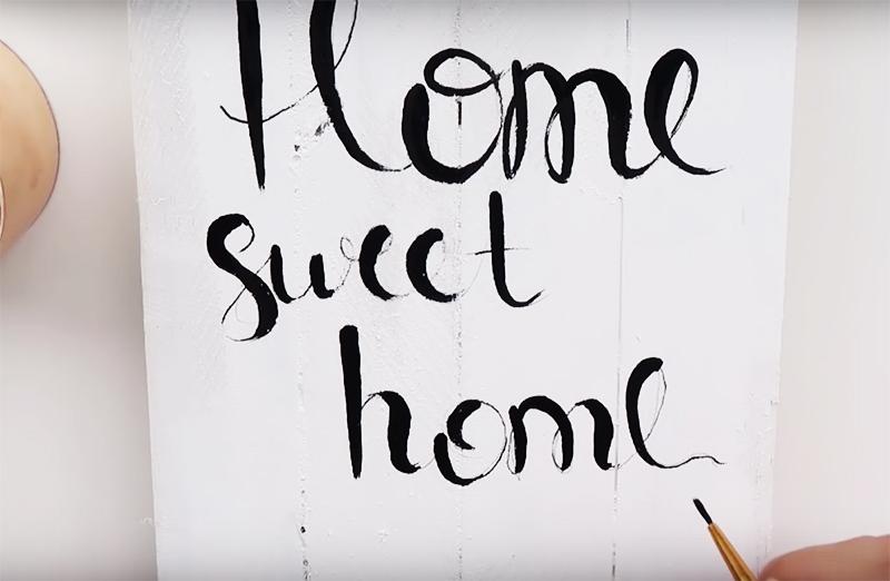 Украсьте панно какими-то надписями или просто милым орнаментом