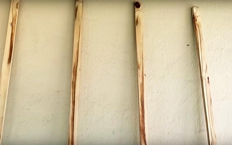 Для решётки вам потребуется примерно 4 длинных планки, равных высоте балкона, и штук 7, равных его ширине