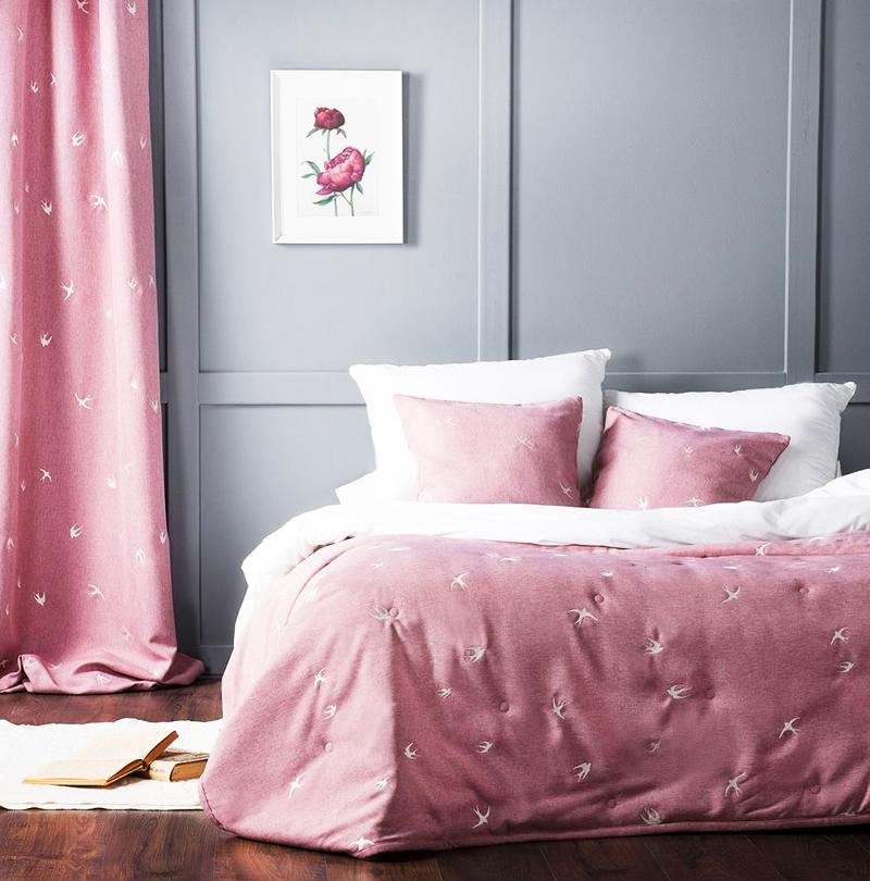Оставшуюся ткань можно пустить на пошив декоративных подушек или салфеток. В том случае, если ширина раппорта позволяет