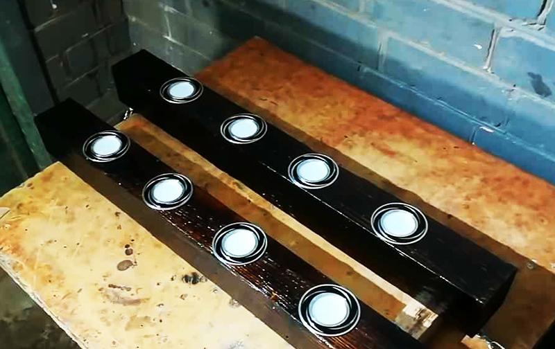 Корпус потолочных светильников, сделанный из полимер-алюминиевого композита, выглядит, как профилированный металл