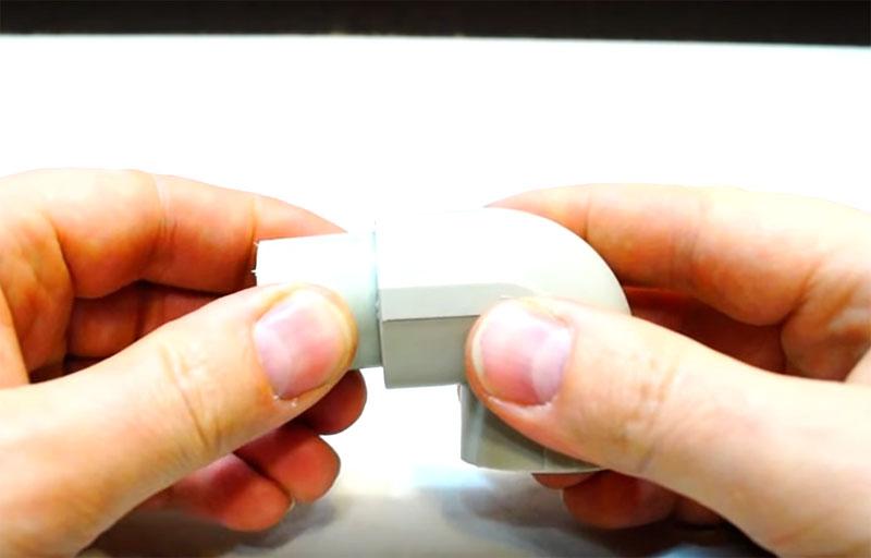 Используются также и сантехнические уголки для сборки – в них вставляются короткие детали
