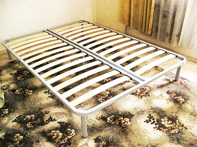 Неразборное ортопедическое основание с ножками функционально может полностью заменить кровать