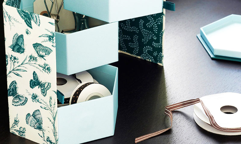 В коробке можно хранить рукоделие или косметику