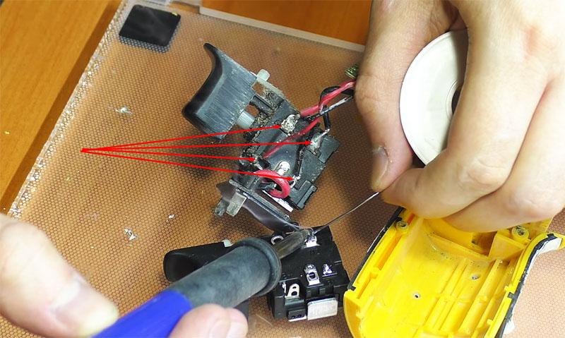 Провода лучше перепаивать по одному, чем всем жгутом – так исключается опасность перепутать контакты