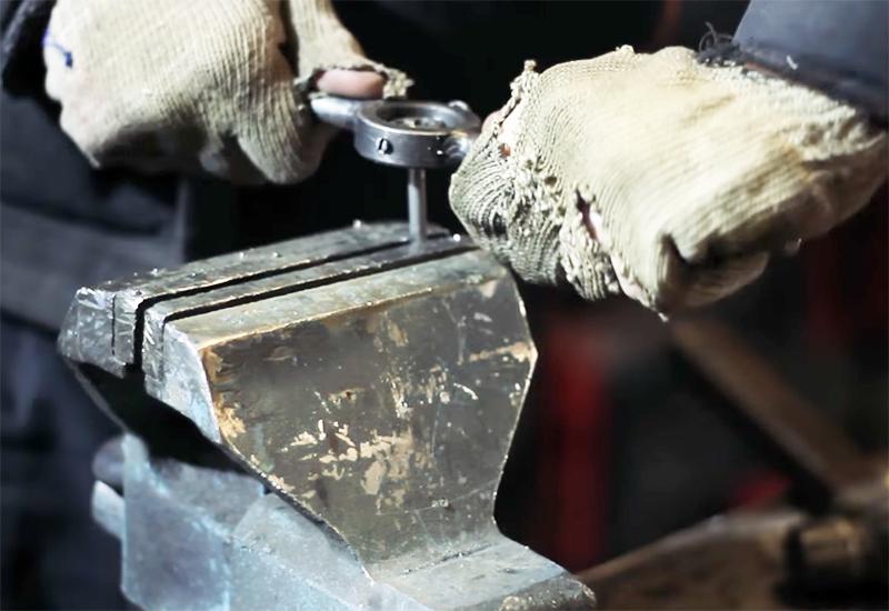 Резьба нужна для фиксации лепестков бутона на стебле