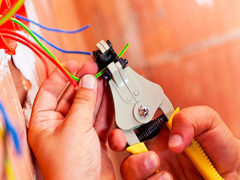Электромонтаж лучше всего доверить профессионалам