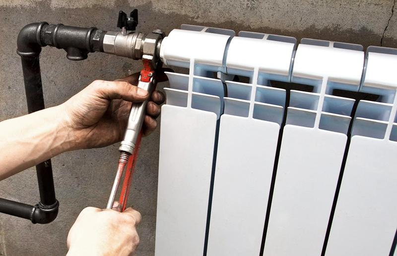 Радиаторы меняют перед началом чистовой отделки