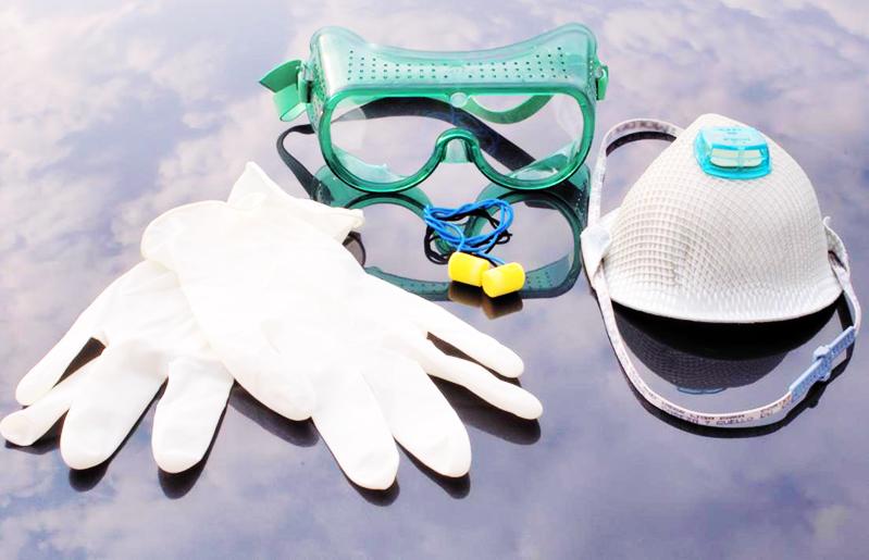 Необходимо обязательно использовать защитные средства для рук, глаз и органов дыхания
