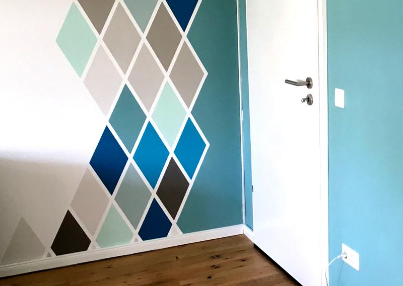 Геометрическое окрашивание стен стало очень модным приёмом