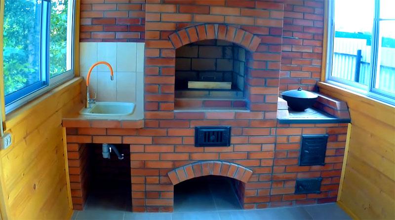 Печь готова, мойка оборудована, напольное покрытие уложено