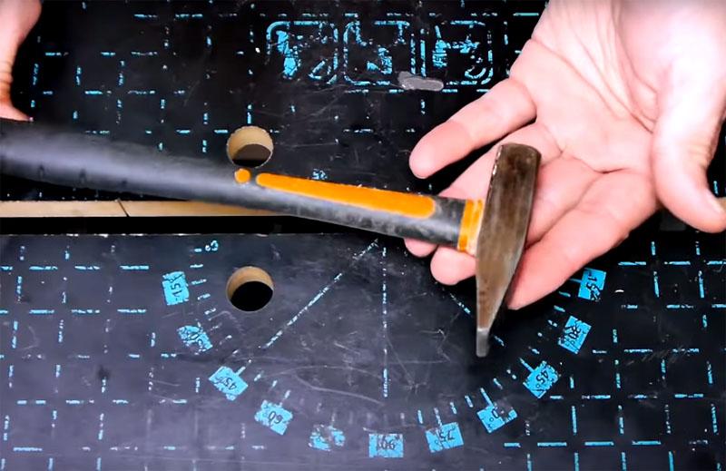 Не имеет значения размер молотка, доработку можно сделать с небольшим инструментом или стандартным