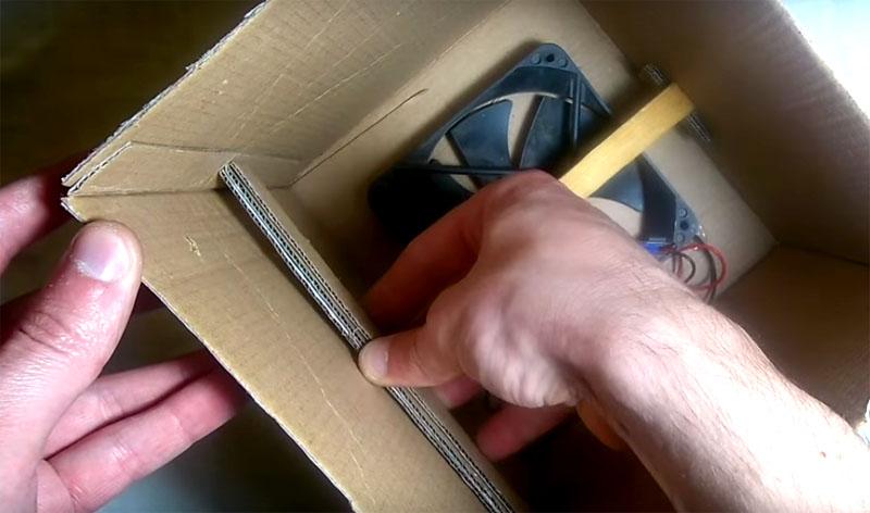 Приклейте эти полосы на борта коробки и уже больше ничего не провалится ниже, к вентилятору