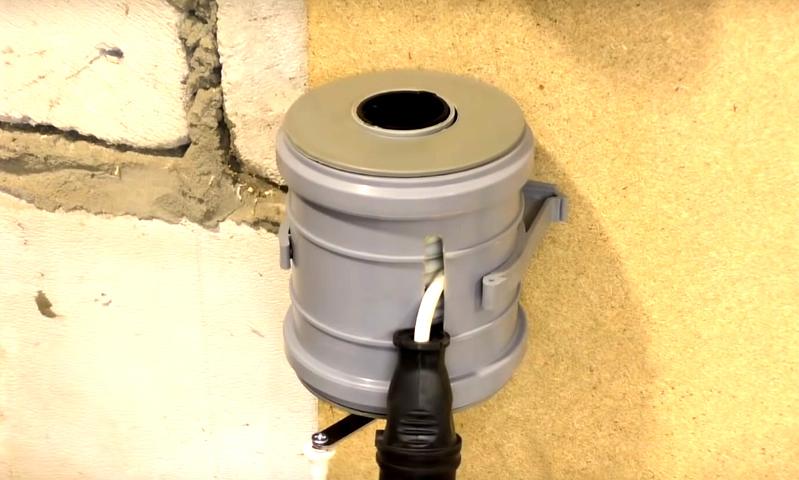 Хранение переноски можно усовершенствовать специальным кронштейном на стене вашей мастерской