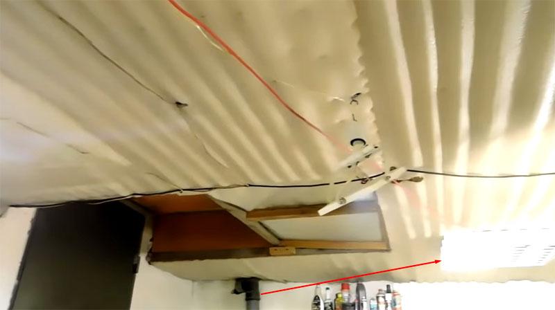 Светильник «Армстронг» с четырьмя трубками по 18 Вт и суммарной потребляемой мощностью 72 Вт