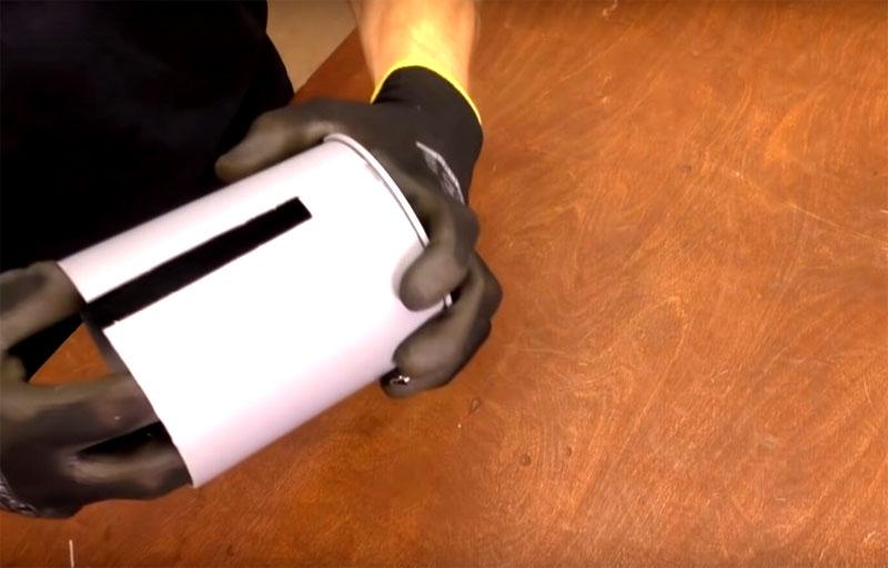 Для катушки нужно одеть кусок трубы на заглушку. Ширина куска должна быть на 2 см шире канистры