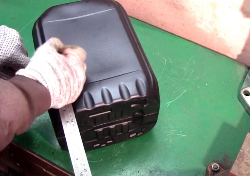 Переносной органайзер для свёрл из канистры