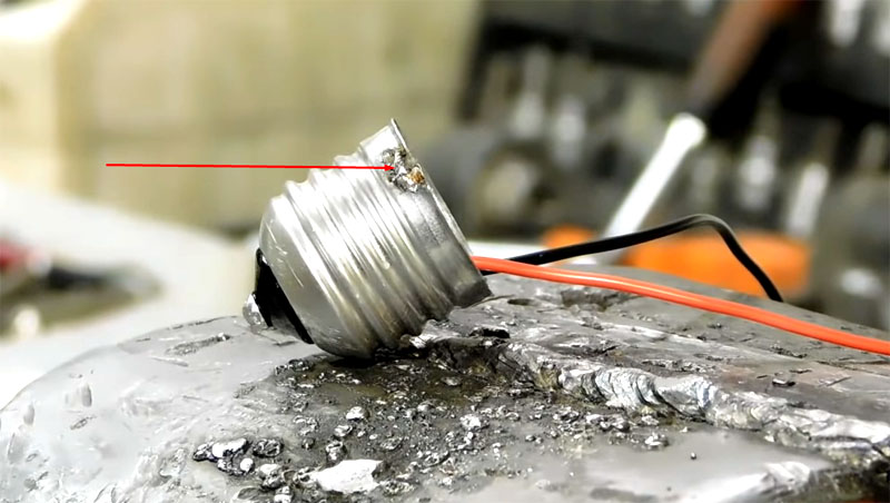 Провода основательно пропаиваются для исключения возможности нагрева в процессе работы