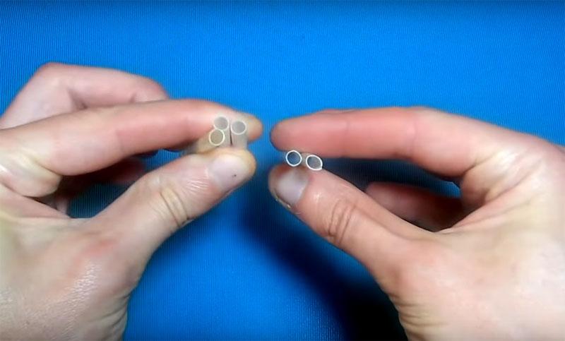 Для механизации «руки» вам потребуются обычные трубочки для коктейля. Разрежьте их на отрезки по 5 см каждый